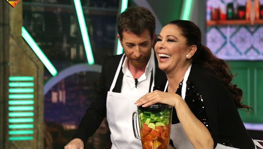 Isabel Pantoja nos enseña cómo hacer un buen gazpacho