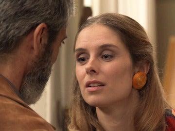 Fiona se lanza a los labios de Esteban