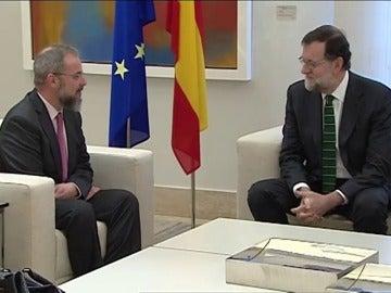 Frame 28.033788 de: Mariano Rajoy recibirá este martes en Moncloa a los familiares de las víctimas del Yak-42