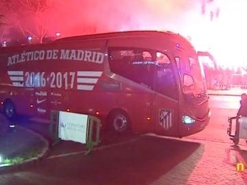 Recibimiento al Atlético en el hotel de concentración