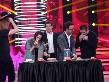 El público de 'Tu cara me suena' es sometido al reto de comer 'hot dogs'