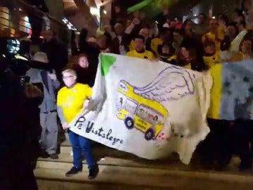 Simpatizantes de Podemos se trasladan desde Canarias hasta el Palacio Vistalegre de Madrid