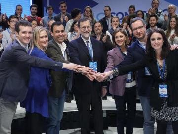 Rajoy, reelegido sin fisuras, mantiene a Cospedal como número dos del PP