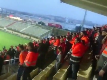 Frame 9.189325 de: Las protestas de los estibadores se han traslado hasta el campo de fútbol en Algeciras