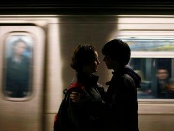 Una pareja en el Metro de Nueva York