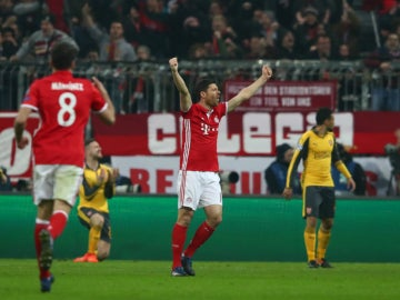 Xabi Alonso celebra un gol del Bayern
