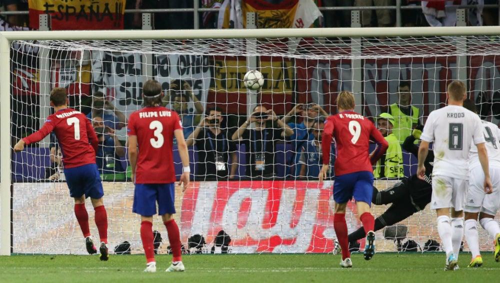 Griezmann falla el penalti de la final de Milán
