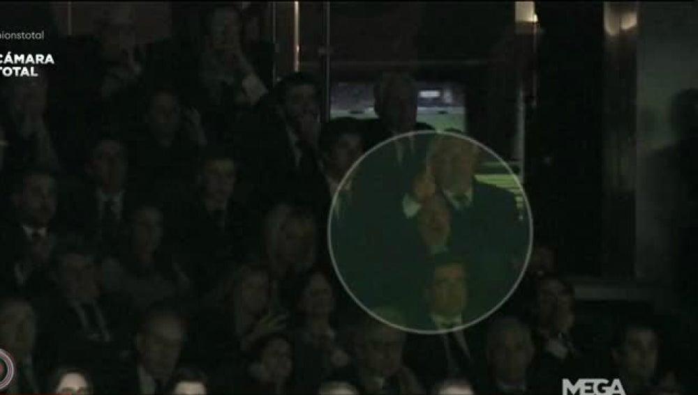 Maradona, en el palco del Santiago Bernabéu viendo el Madrid-Nápoles