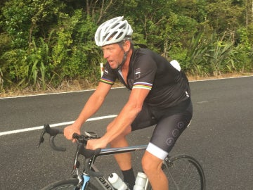 Armstrong, sobre una bicicleta
