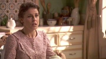 Adela recibe una inesperada visita en su domicilio
