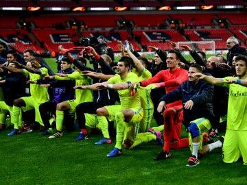 Los jugadores del Gante celebran el pase a octavos en Wembley