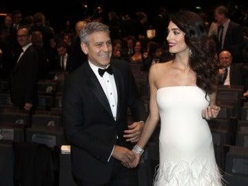 Actor George Clooney y su esposa Amal Clooney
