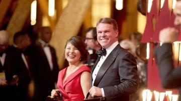 Martha de la Torre y Brian Cullinan, encargados de custodiar los sobres de los Oscars