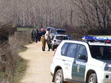 Agentes de la Guardia Civil en el lugar donde hallaron el cadáver de un hombre con mordeduras de perro en Salamanca