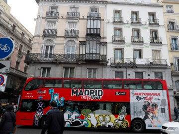 Un autobús turístico en el centro de Madrid