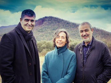 Rafael Aranda (i), Carme Pigem (c) y Ramon Vilalta, Premio Pritzker 2017