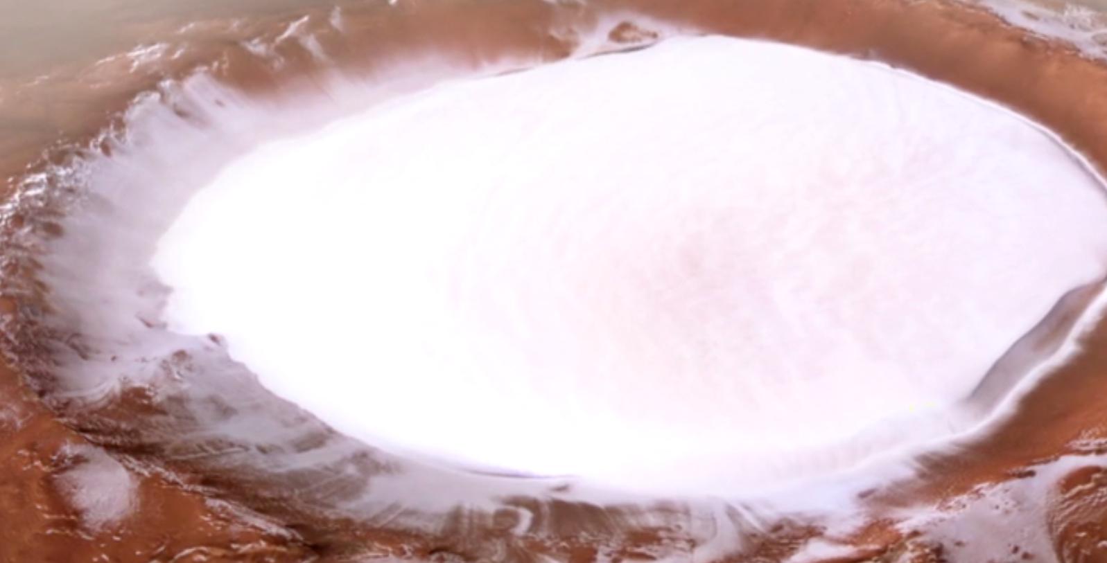 Descubren un impresionante cráter helado en Marte
