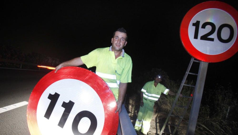 Cambio de señales en una autovía de Córdoba