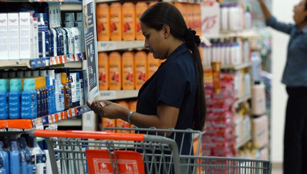 Mejora levemente la confianza del consumidor