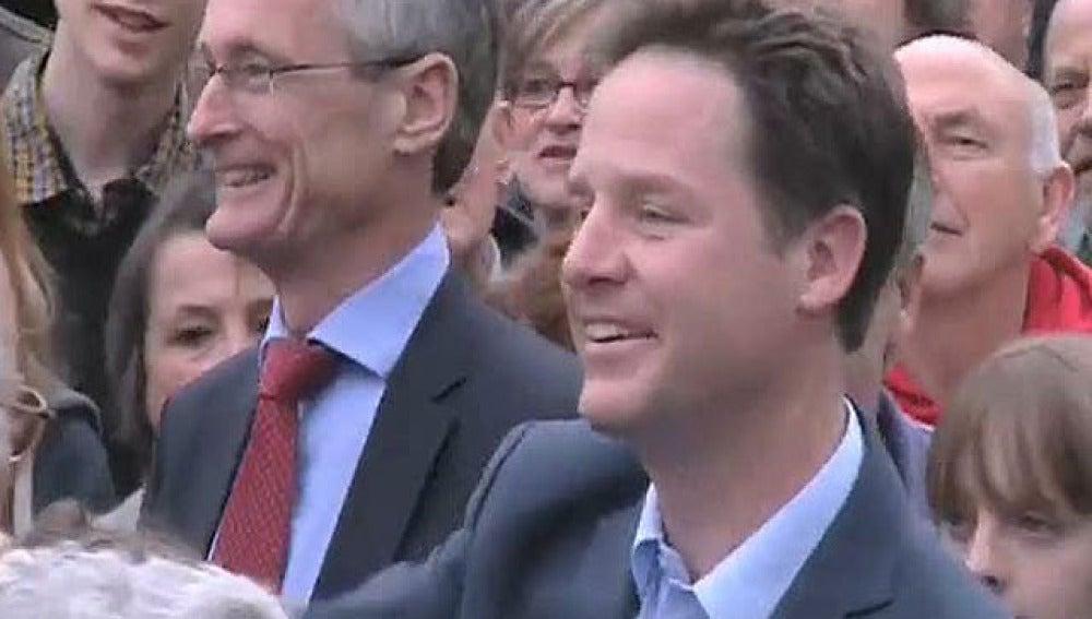 Nick Clegg tuvo que abandonar el acto