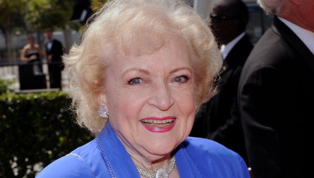 Betty White es apoyada para los Oscar