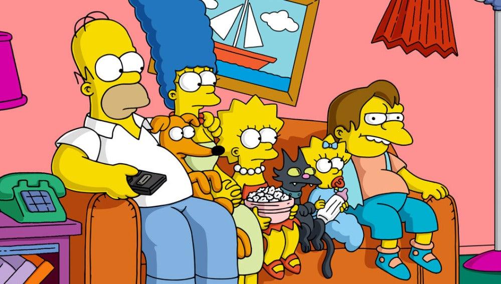 La familia Simpson en el sofá