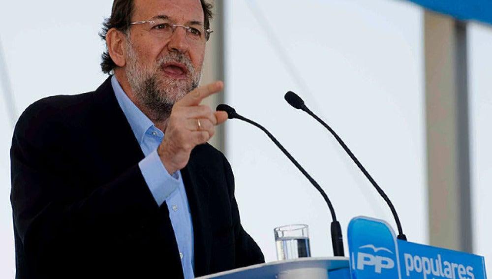 Rajoy se ofrece a pactar una reforma laboral
