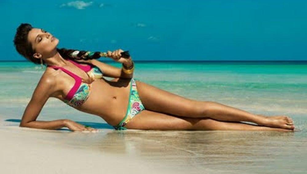 ANTENA 3 TV   Bikinis y bañadores que dejan pasar los rayos del sol 6edde51667