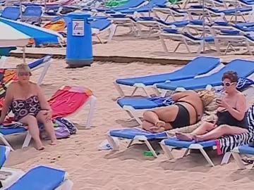 Europeos disfrutando de las playas españolas