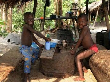 Niños africanos trabajando