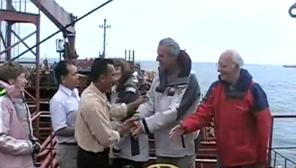 Rescatan un velero mientras estaba a la deriva