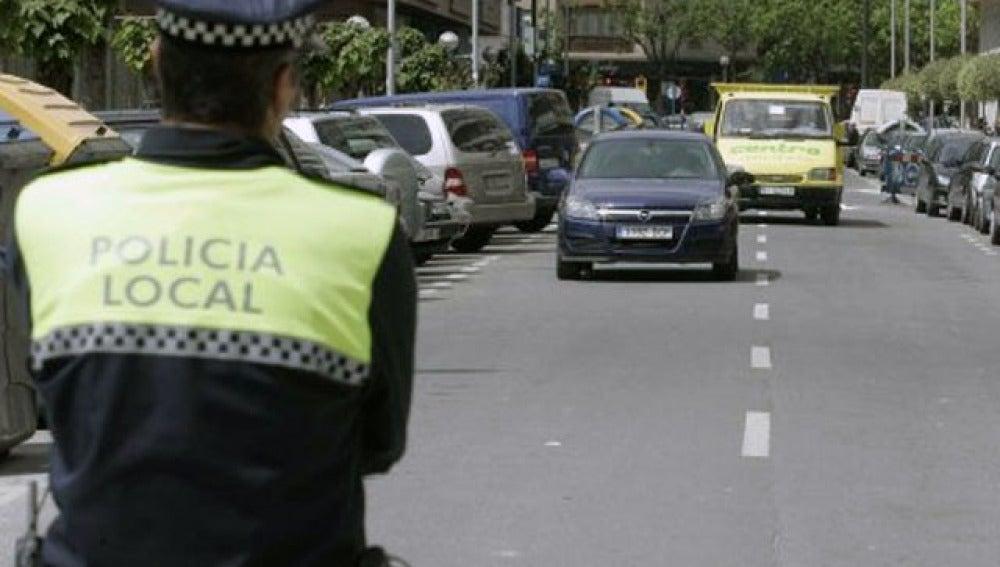 Policía local en la calle