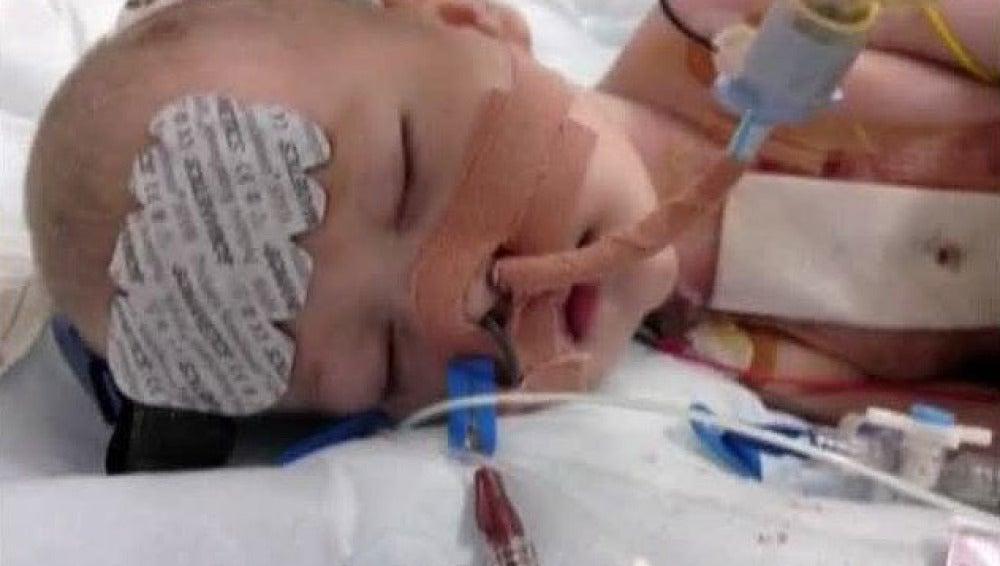 Salvan a un bebé bajando su temperatura