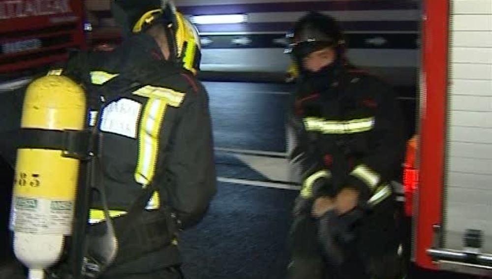 Los bomberos intervienen en el simulacro del túnel de Mondragón