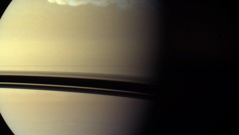 Tormenta blanca en Saturno