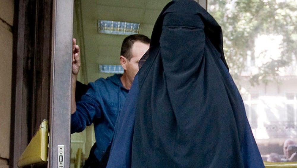 El Senado da visto bueno a prohibir el burka en lugares públicos