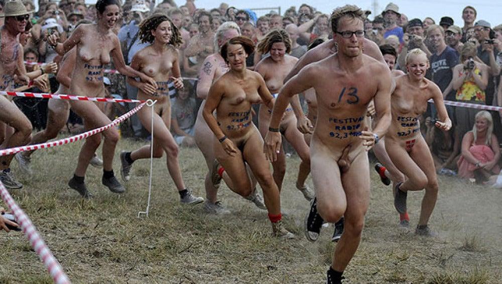 Desnudos en el festival