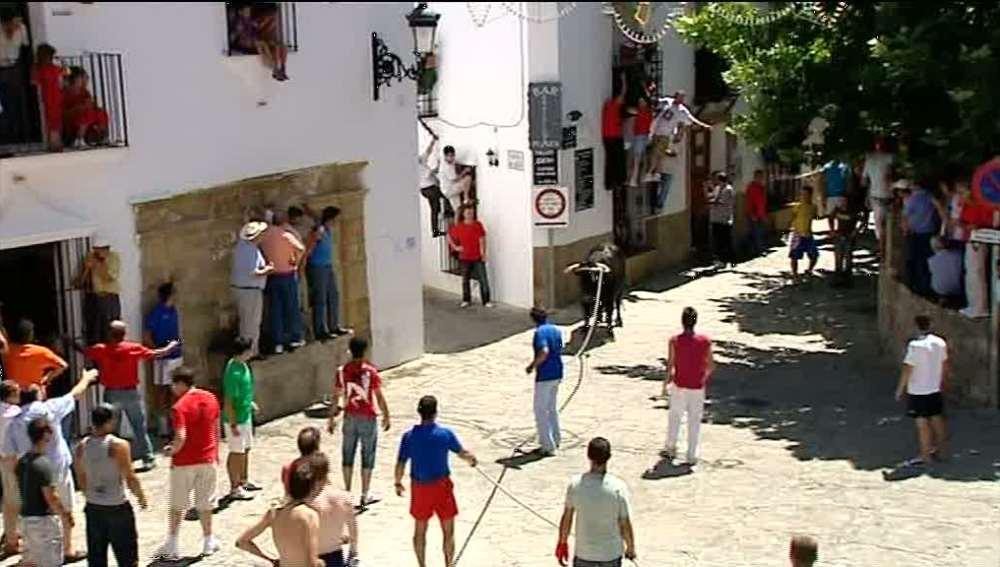 Grazalema celebra el lunes del 'toro de cuerda'