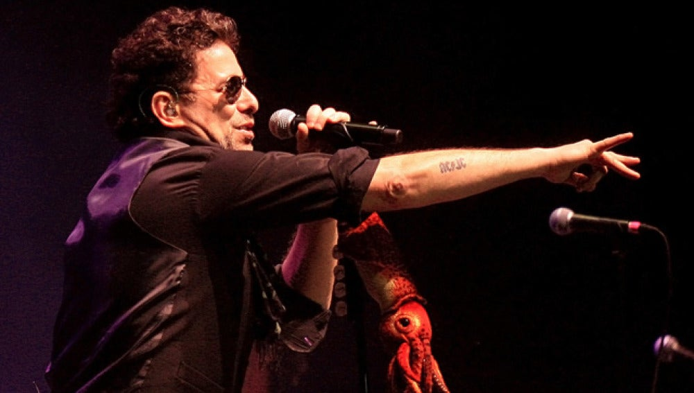 Andrés Calamaro, durante un concierto