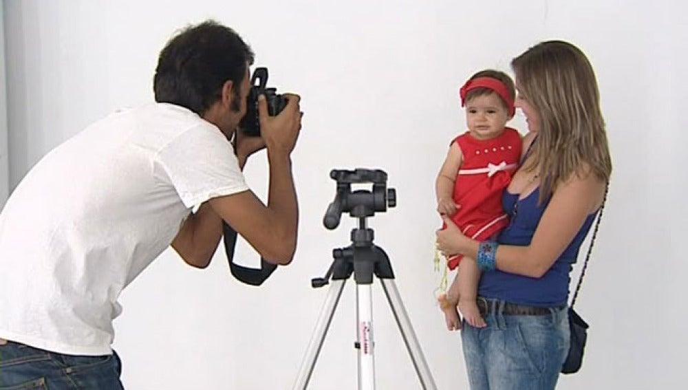 Una niña posa para el casting de Almodóvar