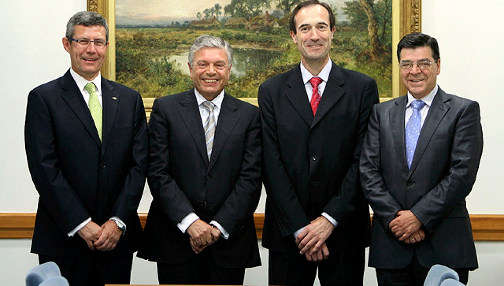 Los presidentes de las cajas tras la firma