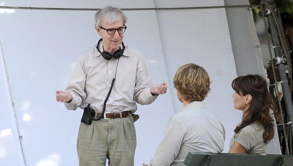 Woody Allen da instrucciones a los actores de su última película, 'Conocerás al hombre de tus sueños'