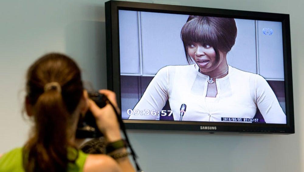 Naomi Campbell testifica en La Haya
