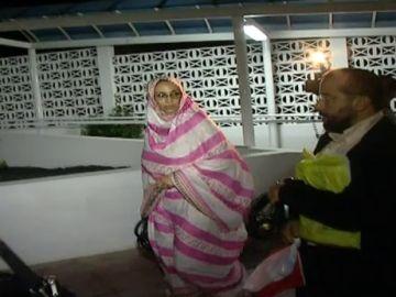 Denuncian agresiones policiales durante huelga de hambre de Aminatu Haidar