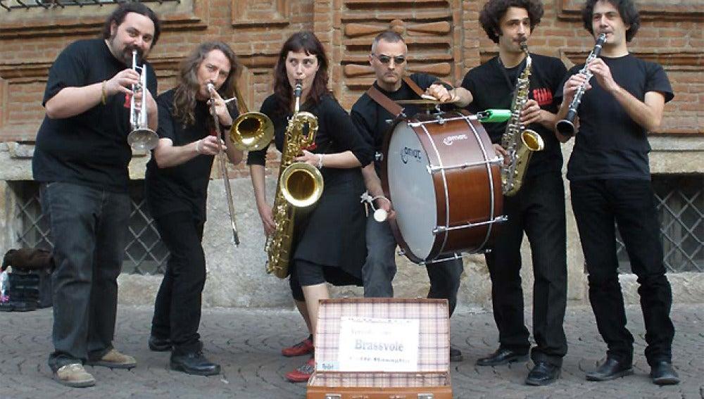 Grupo de artistas callejeros