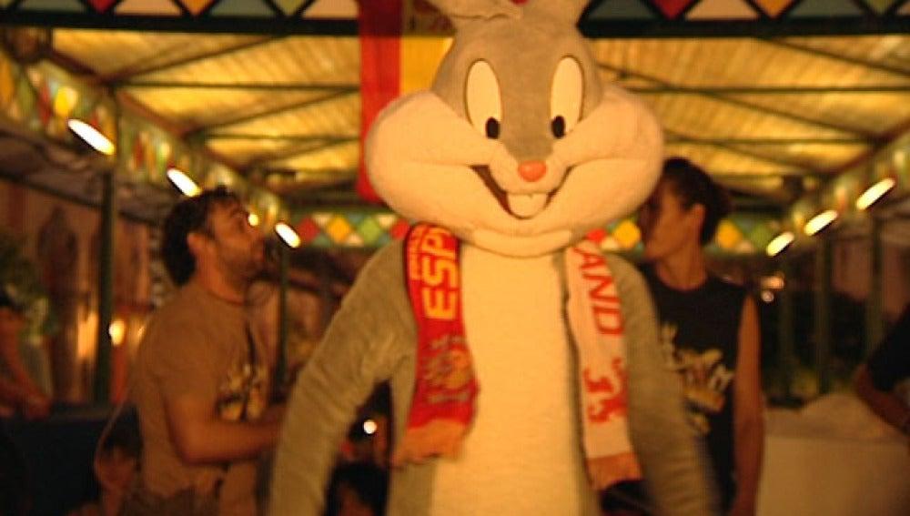 Bugs Bunny con La Roja