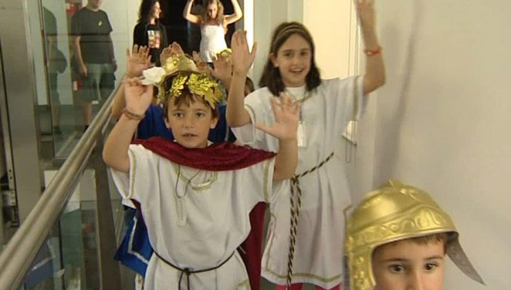 Niño disfrazado de romano