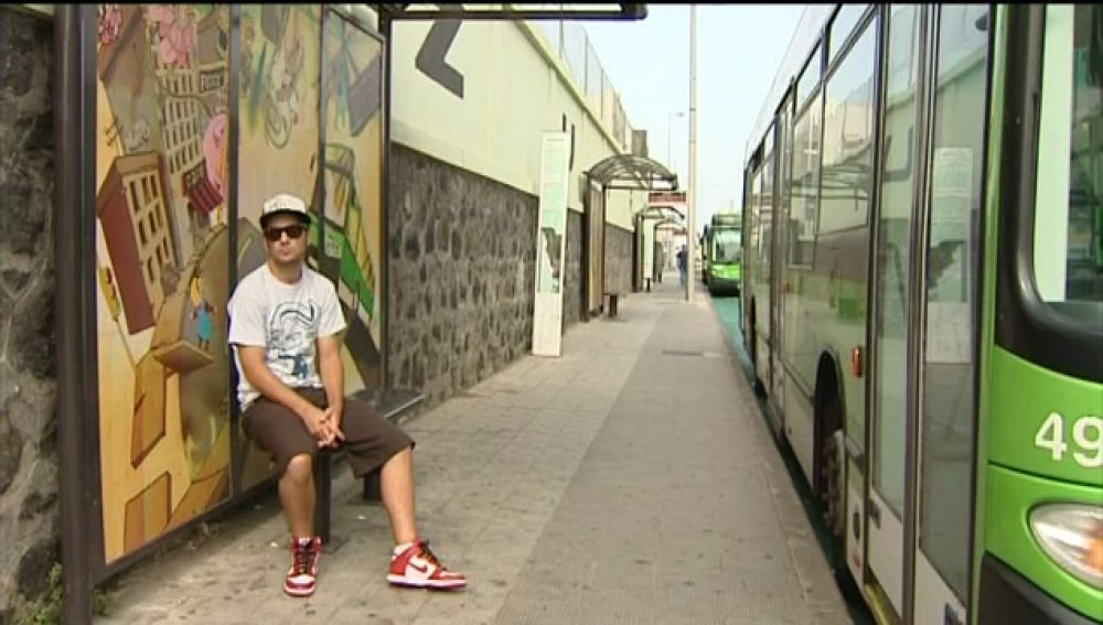 Grafittis de diseño adornan las paradas de guaguas