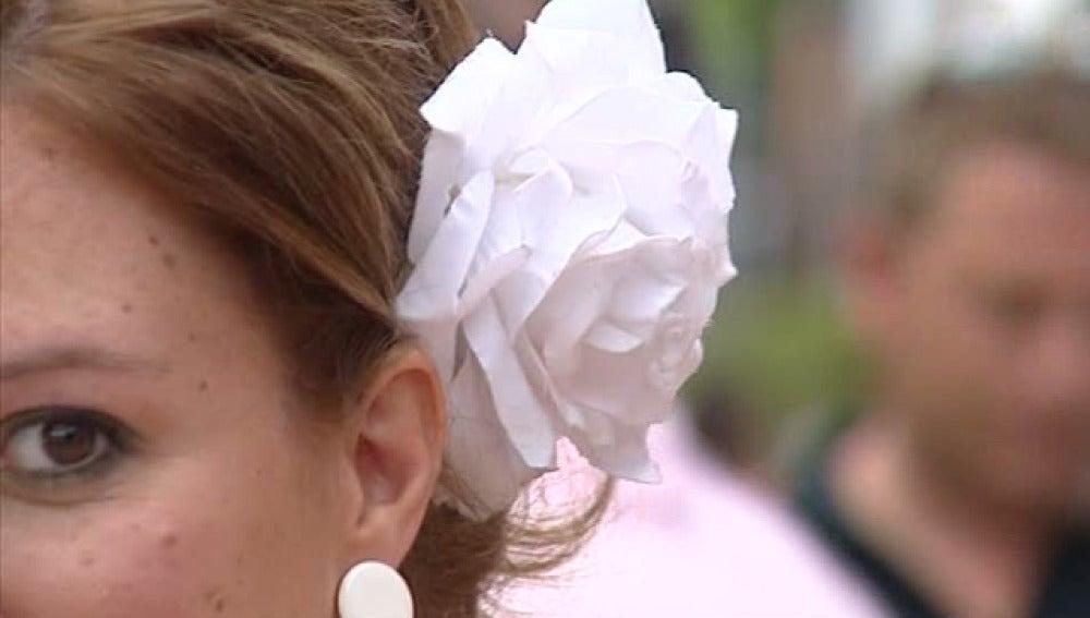 Una joven en la Feria de Málaga