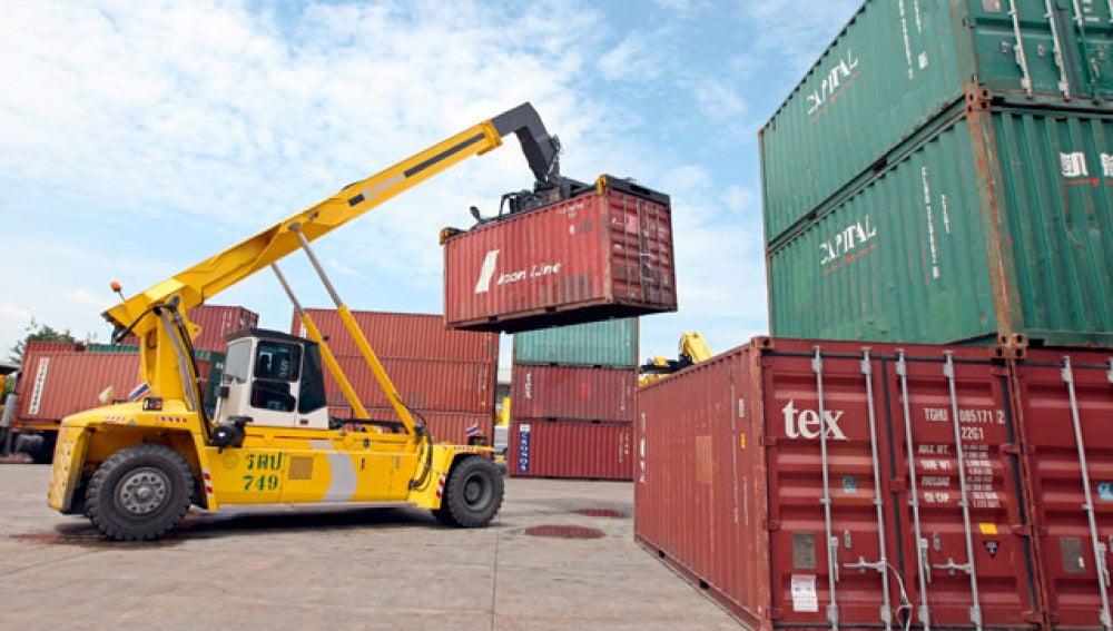 Déficit comercial se reduce un 58%